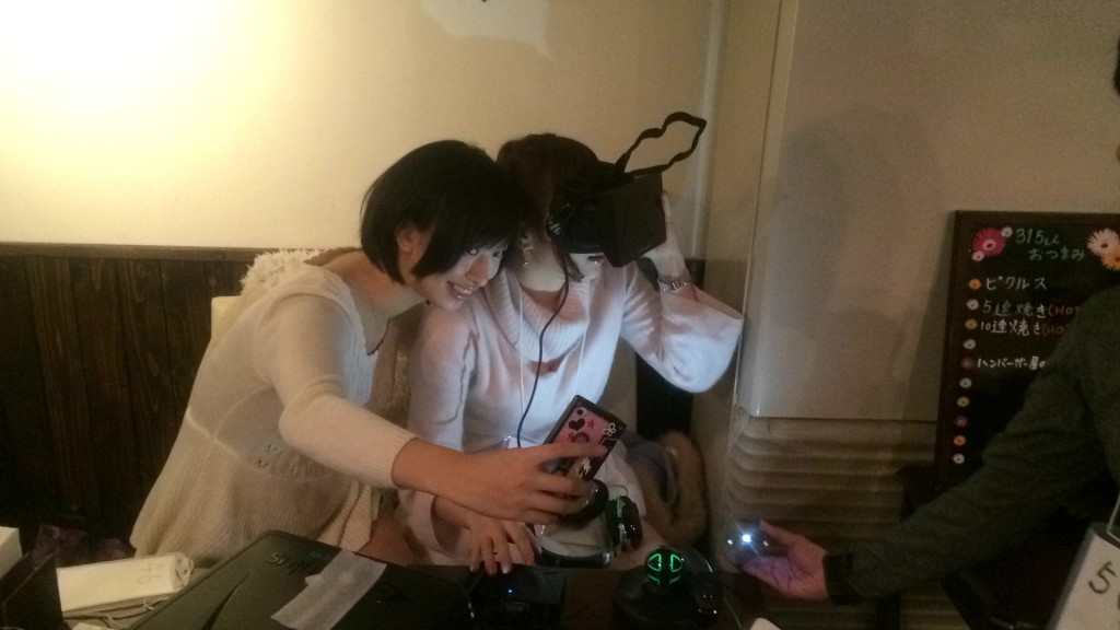 Gravure idols (pin-up models) Yuka Kuramochi and Saki Yoshida try on the Rift. This is actually Saki's own Rift!